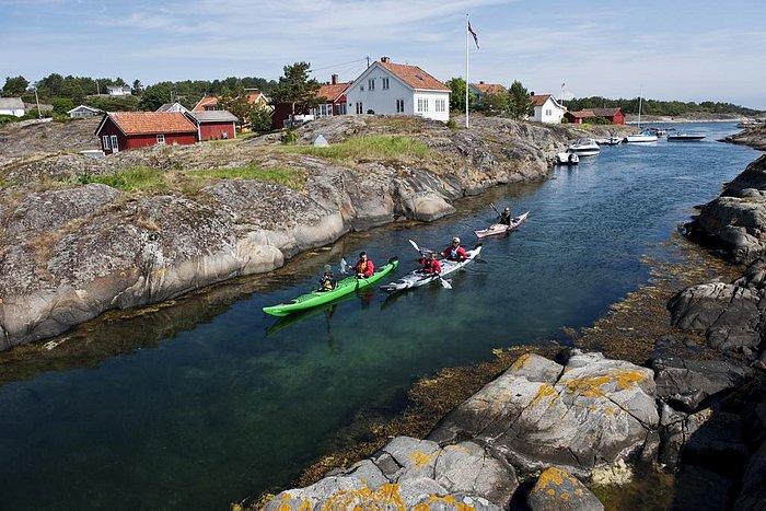 Kayaking outside Risør. Photo Terje Rakke / Nordic Life