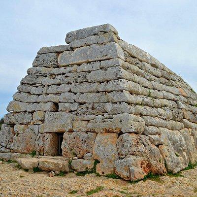 Naveta des Tudons - Monumento funerario