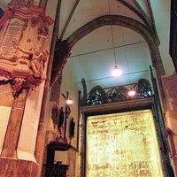 Innenraum der Kirche zum Heiligen Kreuz mit dem Großen Zittauer Fastentuch von 1472