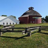 round barn theater