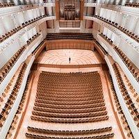 Konzertsaal - Sicht vom 4. Balkon auf die Bühne