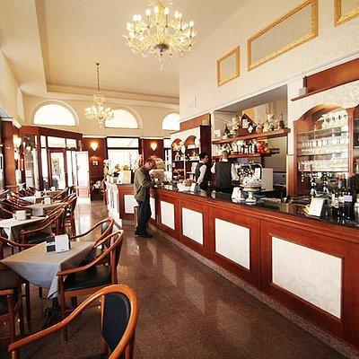 L'interno del Caffè Stella Polare, sala principale