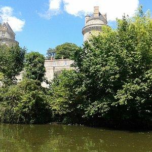 autre vue du pédalo sur château d'Apremont