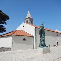 Kirken set udefra