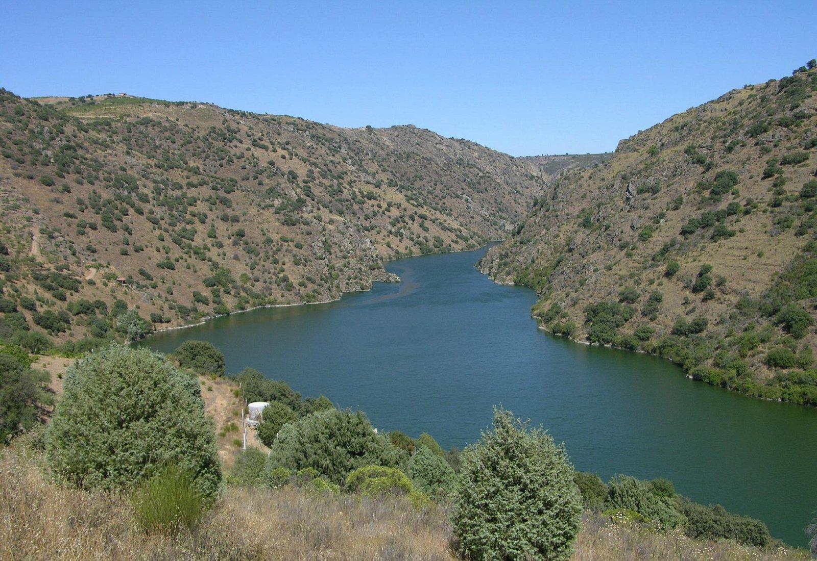 Rio Douro, Cais Fluvial de Sendim