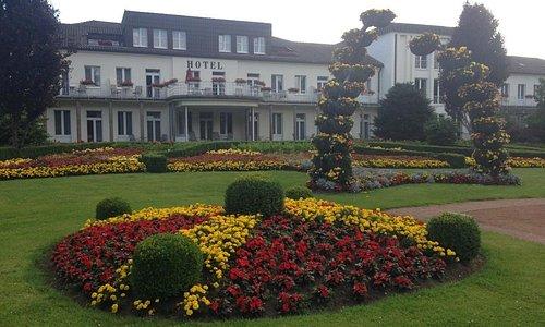 Отель (вход из парка)