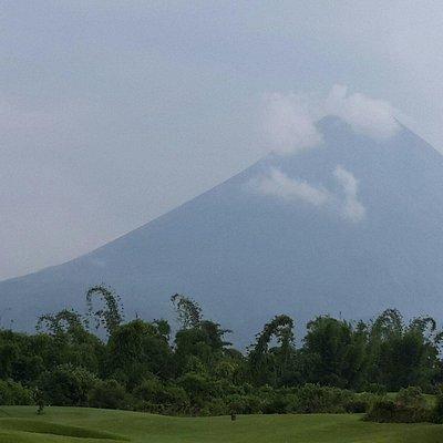 Excellent Course..Amazing Volcano view..