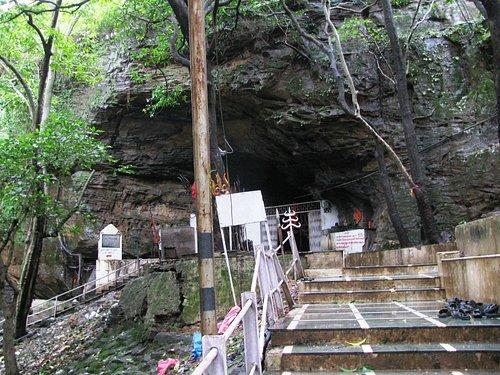 Entrance to Bade Mahadev temple