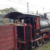 A locomotiva é um belo exemplar de Maria-Fumaça