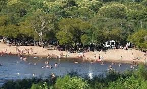 Parte de la playa de río, en las costas del Santa Lucía