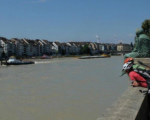 Schleppverband bei Hochwasser