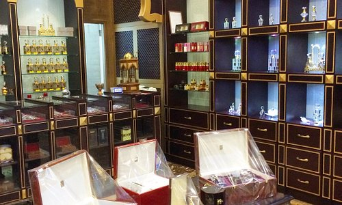 Rawaaj Oud.  Arabic perfumes shop