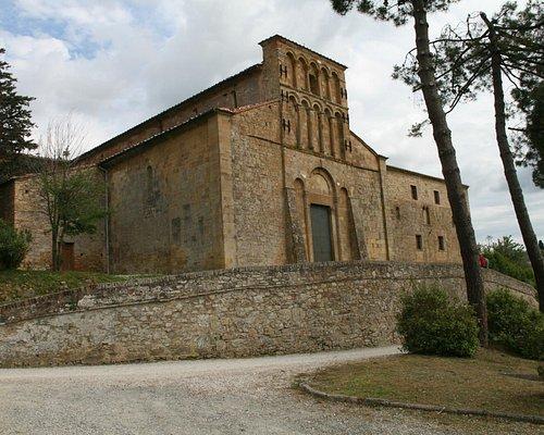 Pieve Santa Maria a Chianni: the church and next the restored hostel
