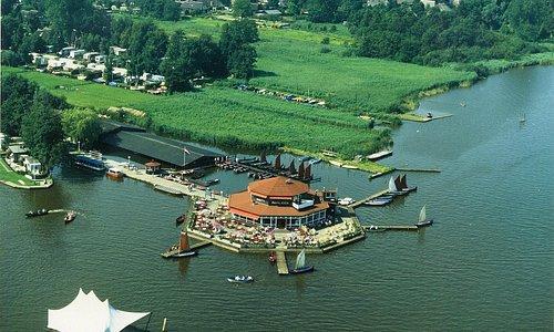 Smit's Paviljoen aan het water in Giethoorn.