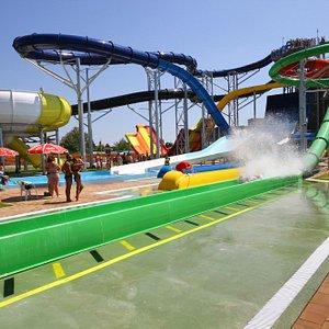 Új extrém csúszdák az Aquaparkban