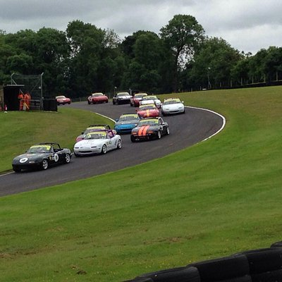 Mx5's tearing it up at Cadwell Park