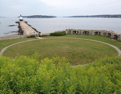 Spring Point Light and Fort Preble on the Spring Point Shoreway