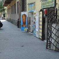 улица и кафе
