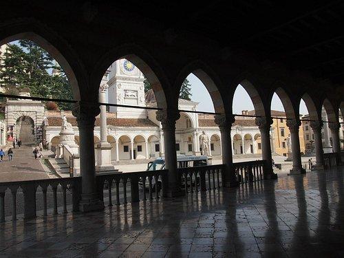Vista de la Plaza desde la Loggia del Lionello