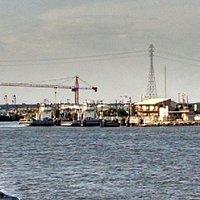 Lynchburg ferry docking on the opposite side from monument inn dining