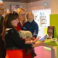 La tablette tactile, un bon outil pour donner des renseignements à nos visiteurs.
