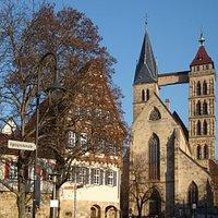 Kirche mit 2 verschiedenen Türmen