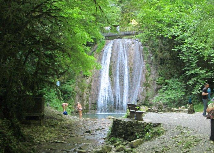 один из 33 водопадов (экскурсия Сочи)