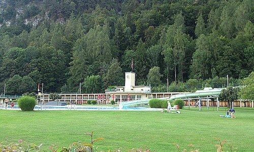 Interlaken - Freiluft- und Hallenbad Bödeli - lawn for sunbathing