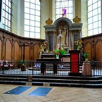 L'autel et la tombe de Dom Pérignon