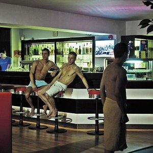 Die gemütliche Bar mit einer großen Auswahl an Speisen und Getränken