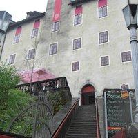 Ingresso al Castello con scalinata