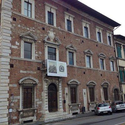 Vue extérieure du Palazzio Lanfranchi qui accueil le musée