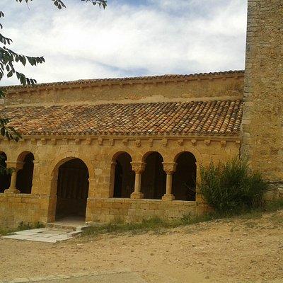 Lateral porticado de San Martín de Finojosa (Aguilera - Soria)