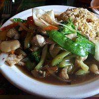 Pad mixed vegetables with chicken and fried rice