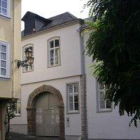 Eingang Palais Papius mit Möbelsammlung von Lemmers-Danforth