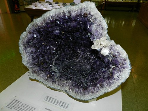 Very large geode. All specimens were OTB