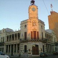 En el subsuelo de la municipalidad de Paraná se encuentra.
