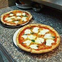 """La pizza """"Leggera"""": pomodoro, mozzarella, mozzarella di bufala e basilico. Venite a provarla!"""
