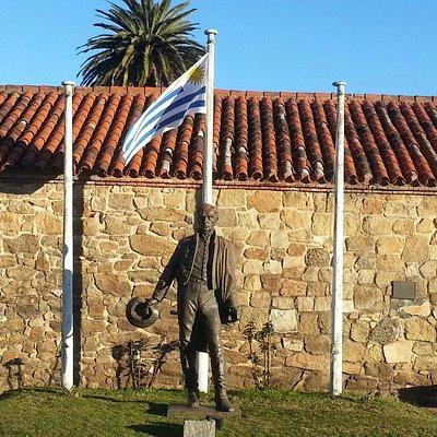 Statue of Artigas at Cuartel de Dragones