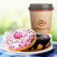 Кофе с донатами из кофейни