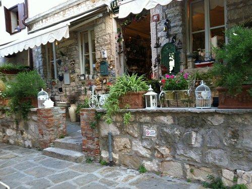 Una foto del negozio La Brocca Rotta