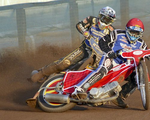 Kings Lynn and Poole fight it out