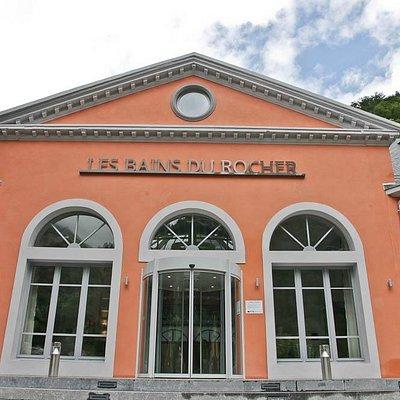 La façade des Bains du Rocher