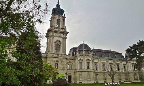 Дворец графов Фешточи в Кестхее