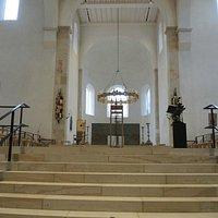 Der Aufgang zum Altar