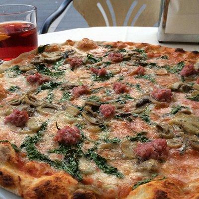 The namesake Mc Onor pizza.  Sausage mushroom arugula. Awesome.  Plus big negroni