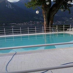 piscina su lago Iseo
