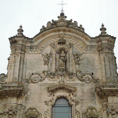 天使に囲まれたマドンナ像