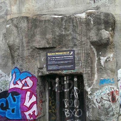 Eingang zum geschlossenen Bunker