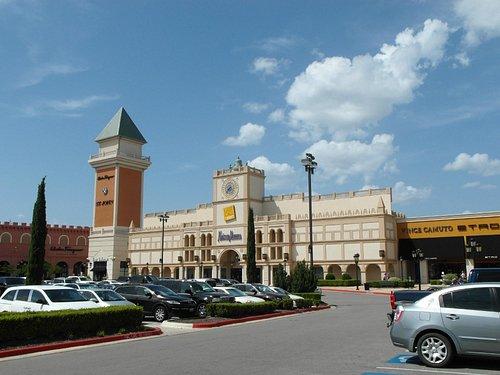 fachada principal del mall